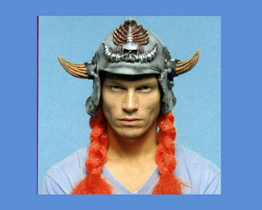 Peluca vikingo casco y trenzas