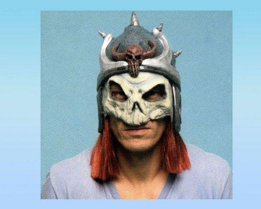 Sol peluca roja mascara calavera y casco