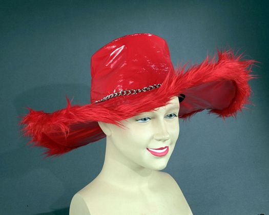 Sombrero ala ancha rojo pluma cadena