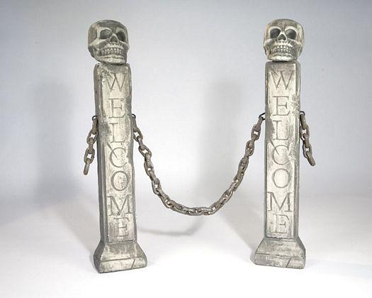 Valla 2 pilares calavera cadenas 76x15x10 cm